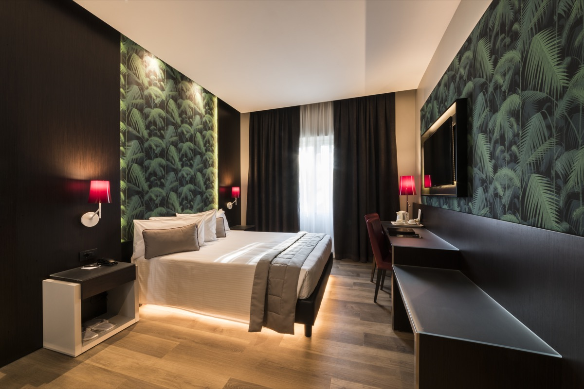 <strong>HOTEL MANIN – CAMERE<span><b>view larger</b></span></strong><i>→</i>