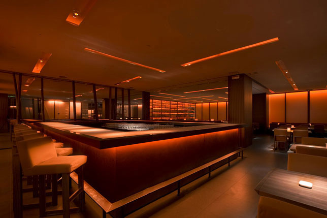 <strong>RISTORANTE ARMANI NOBU<span><b>in</b>Commerciali </span></strong><i>→</i>