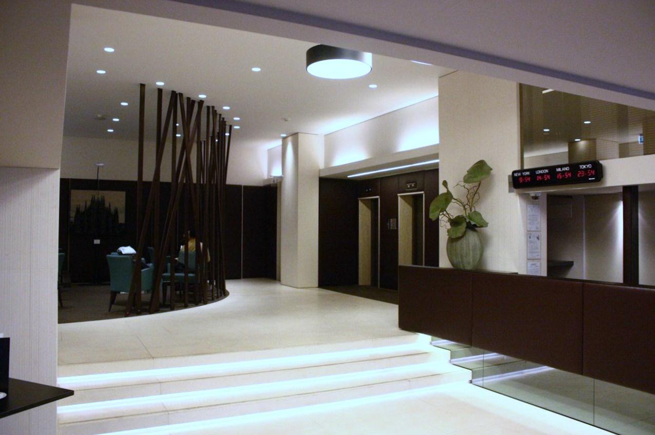 <strong>HOTEL MANIN &#8211; HALL e RISTORANTE<span><b>in</b>Commerciali </span></strong><i>&rarr;</i>