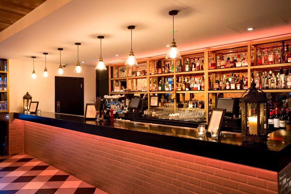<strong>HOTEL CHANTELLE<span><b>view larger</b></span></strong><i>→</i>