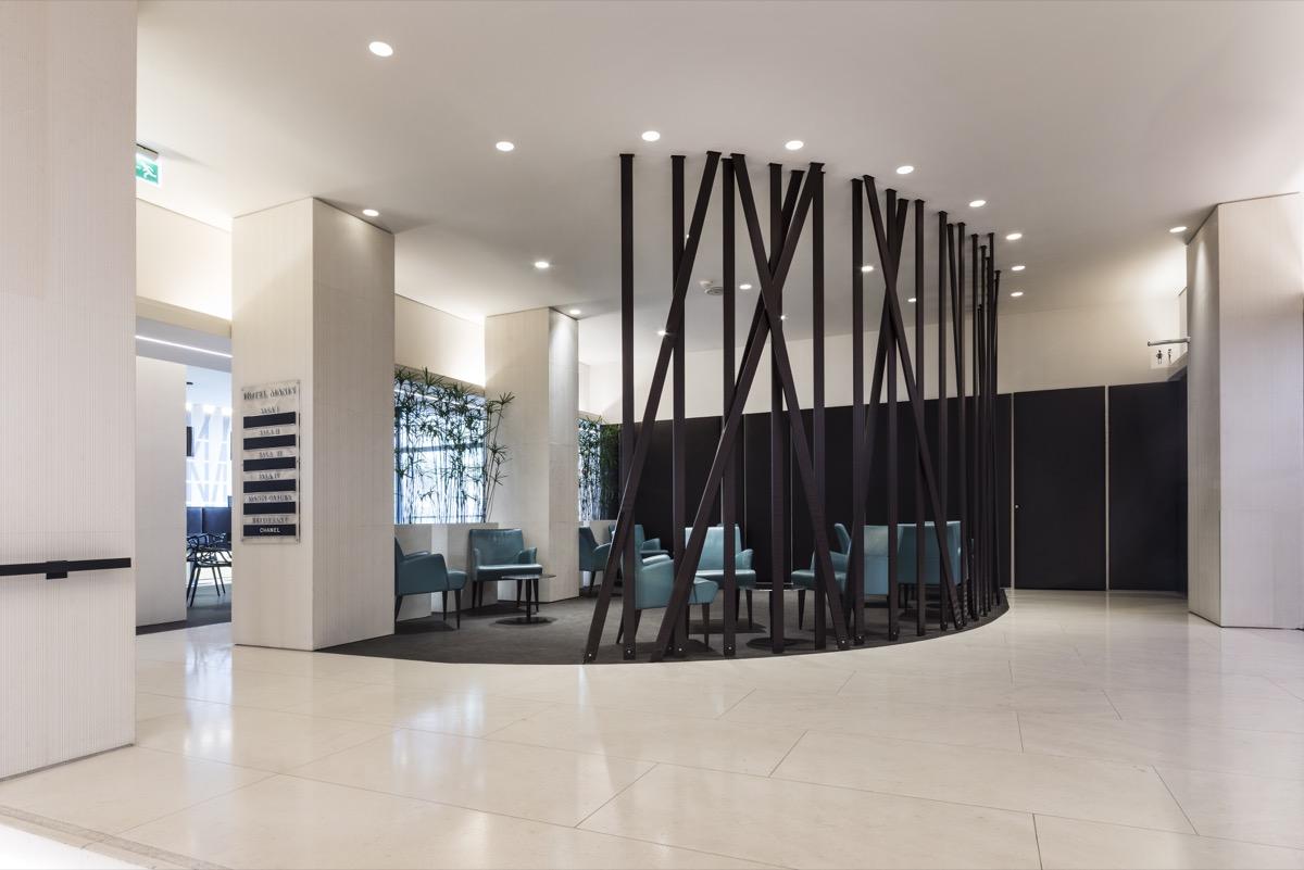 <strong>HOTEL MANIN – SPAZI COMUNI<span><b>view larger</b></span></strong><i>→</i>