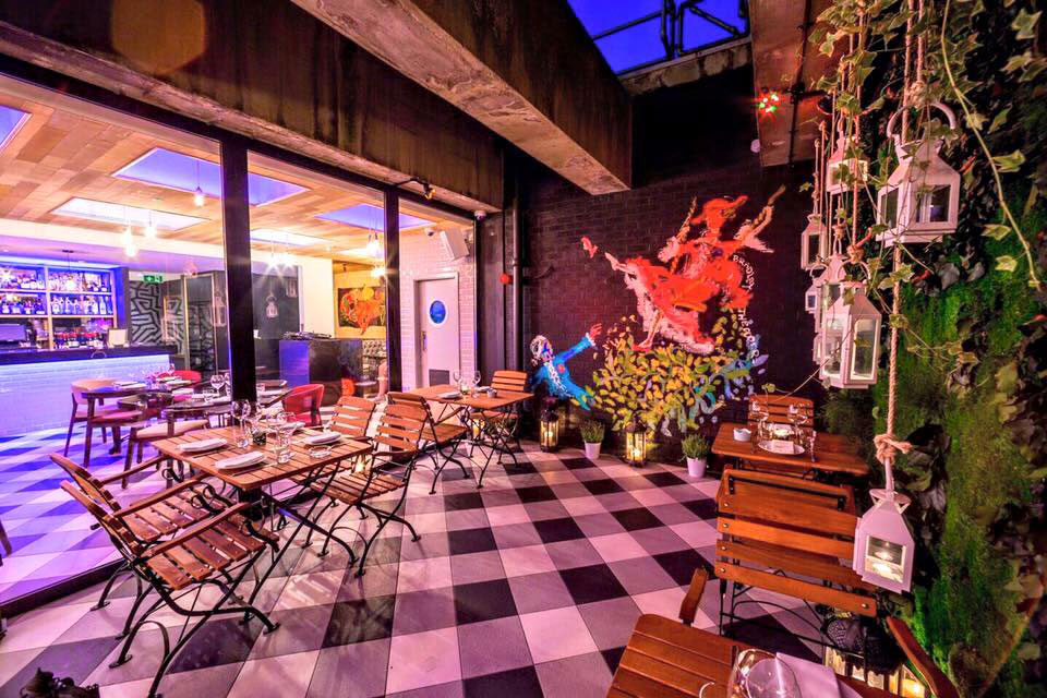 <strong>HOTEL CHANTELLE<span><b>view larger</b></span></strong><i>&rarr;</i>