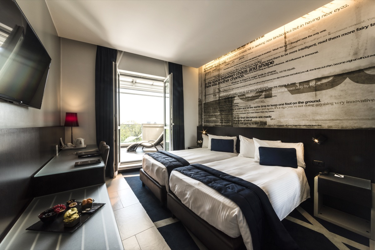<strong>HOTEL MANIN – SUITES<span><b>view larger</b></span></strong><i>→</i>