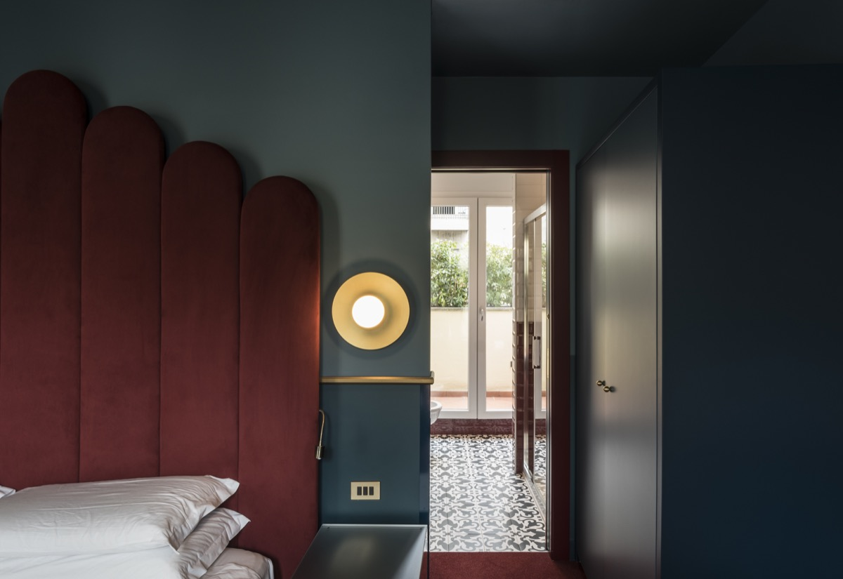 <strong>CLERICI BOUTIQUE HOTEL- LE CAMERE<span><b>view larger</b></span></strong><i>→</i>