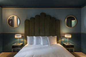 <strong>CLERICI BOUTIQUE HOTEL- LE CAMERE<span><b>in</b>Commerciali </strong><i>→</i>